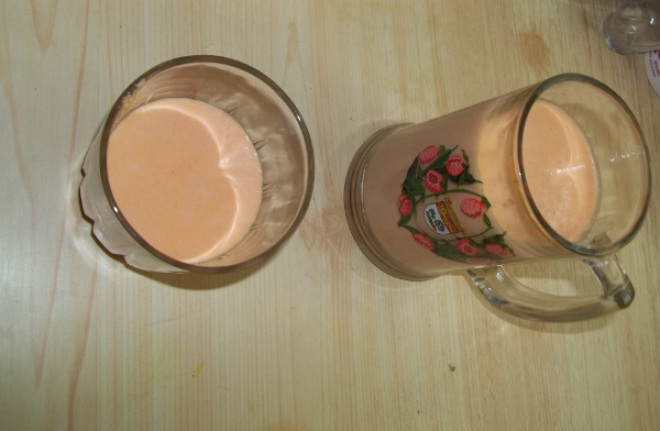 Here's my smoothee with aloe vera, protein powder and some papaya - ready to drink!